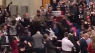 Secret Service Agent Throws Photographer to the Ground at Trump Rally