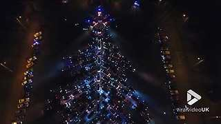 The biggest Christmas tree made from cars - Video
