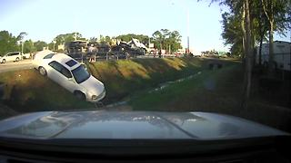 Truck crash closes northbound lanes of Tamiami Trail in North Fort Myers - Video