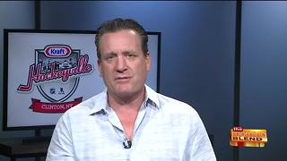 Chatting with Hockey Hall of Famer Jeremy Roenick - Video