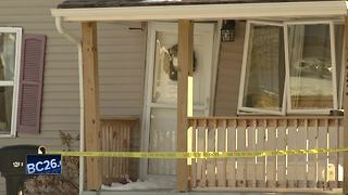 Four injured after crash crashes into homes - Video