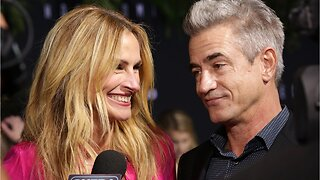 Why Julia Roberts & Dermot Mulroney Reunited For 'Homecoming'