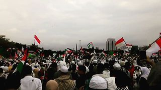 Muslim Leaders Call on Indonesians at Jakarta Protest to Support Palestine - Video