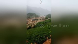 Flash floods hit Vietnam - Video