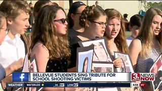 Tribute for school shooting victims - Video