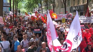 Austrians Rally in Protest Against Proposal to Allow 12-Hour Work Day - Video
