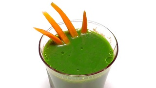 How to make a healthy carrot spinach juice - Video