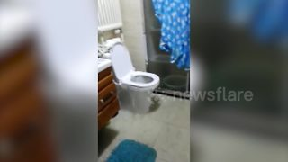 Toilet floods bathroom during storm in China - Video