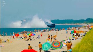 A warship loses control and enters in the beach 😮