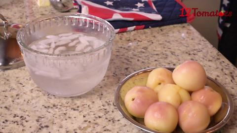 Kitchen hack: Peel peaches