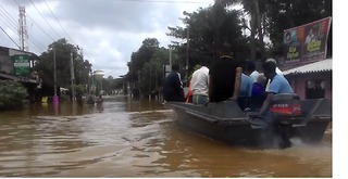 Sri Lankans Commute by Motor Boats Amid Flooding - Video