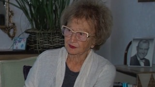 94-year-old woman hears from hero who saved her from submerged car