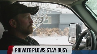 Snow plow driver works for free in his neighborhood - Video
