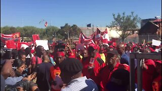 Protesters at Saftu march mock President Ramaphosa (o4C)