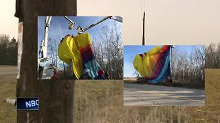 2 rescued after hot air balloon hits Wisconsin power lines