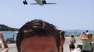 Aeroplane landing selfie - Video