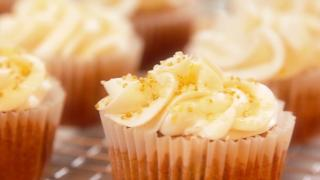 Banana Cupcakes with Lemon Frosting - Video