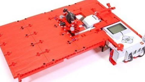 Skilful LEGO Robot Bends Pipe Cleaners Into Impressive Shapes