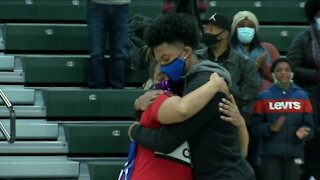 Milwaukee teen gets his jersey as nurses who saved his life are honored