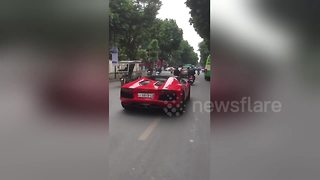 Lamborghini driver can't beat traffic - Video