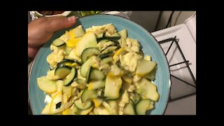 Double squashes fried with eggs双瓜炒蛋