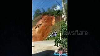 Landslide covers road in southern China - Video