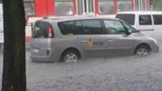 Cars Drive Through Floodwaters After Heavy Rain, Hail in Gdansk - Video