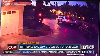 Thieves caught on camera stealing trailer & motorcycles - Video