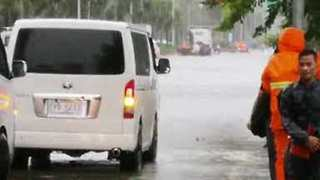 Manila Street Flooded as Typhoon Mangkhut Pounds the Philippines - Video
