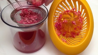 How to extract pomegranate juice - Video