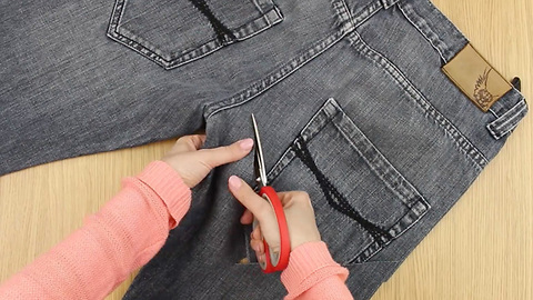 Transform old jeans into gardening belt without sewing