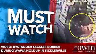 VIDEO: Bystander tackles robber during Wawa holdup in Sicklerville - Video