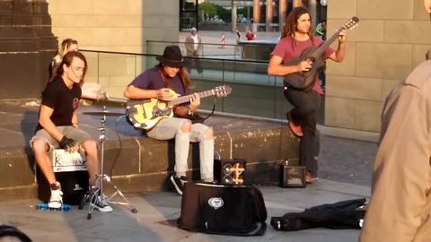 Street band puts on incredible perfomance in Cologne, Germany
