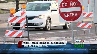 Tucson Water working a water main break - Video