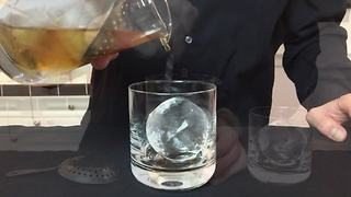 How to make clear ice for your cocktails - Video