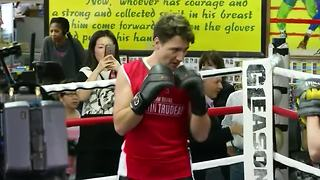 Canada's Prime Minister Trudeau goes boxing in NY - Video