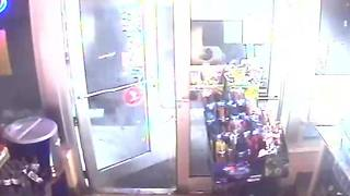 Surveillance video shows 11 suspects burglarizing a Tampa grocery store - Video
