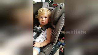 Girl, 2, knows all the planets in the solar system - Video