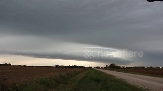 Stunning time-lapse shows storm rolling into Winnipeg, Canada - Video