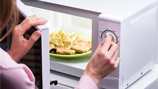 The Foods Chefs Never Microwave