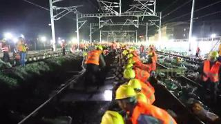 No tea breaks! Chinese workers rebuild station in just nine hours - Video