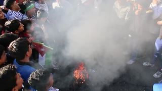 Jordanians burn Israeli flags in protest after prayers - Video