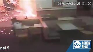 Deputies in south Florida looking for suspects who threw a firework into a Wendy's - Video