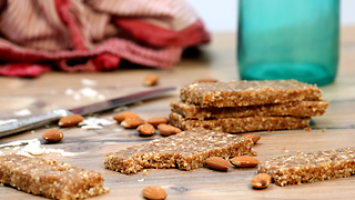 How to make healthy cinnamon power bars - Video
