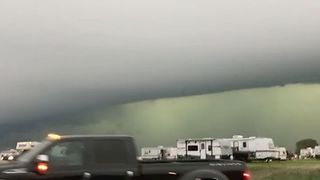 Thunderstorm Forms 'Wall Cloud' Over Minnesota Town - Video