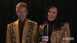 Randy Travis works towards his comeback | Rare Country - Video