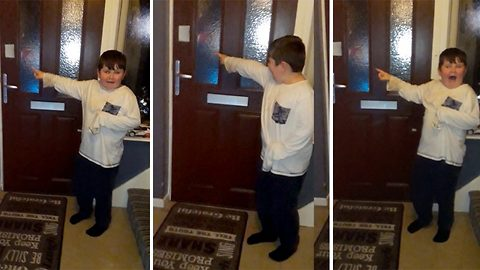 Parents Prank Their Kids With Elf Outside The Front Door