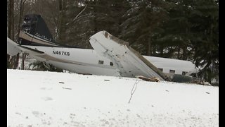2 people killed, four others injured in small plane crash in Wayne County