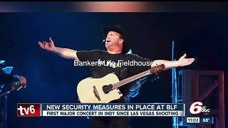 Garth Brooks honors Las Vegas victims during Indy concert with