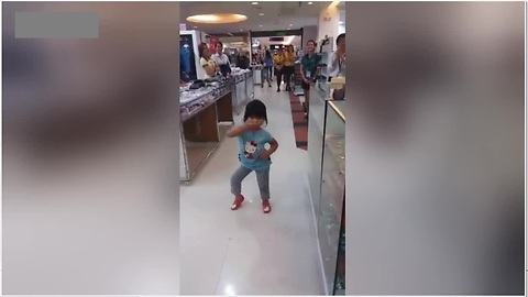 Toddler Brings Supermarket To A Standstill With Adorable Dance Moves